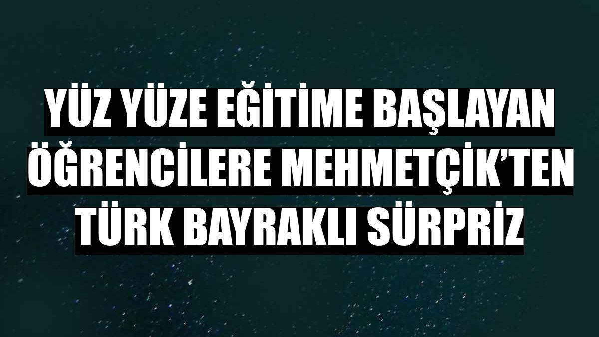Yüz yüze eğitime başlayan öğrencilere Mehmetçik'ten Türk bayraklı sürpriz