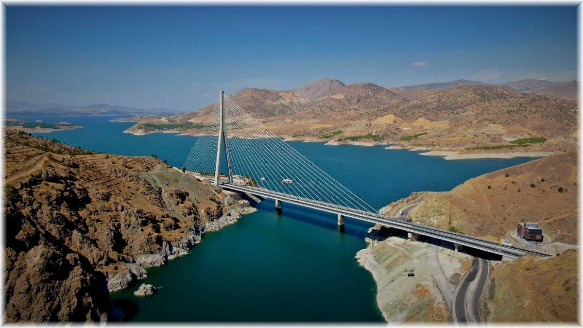 16 şehri birbirine bağlayan Kömürhan Köprüsü sürücülere kolaylık sağlıyor