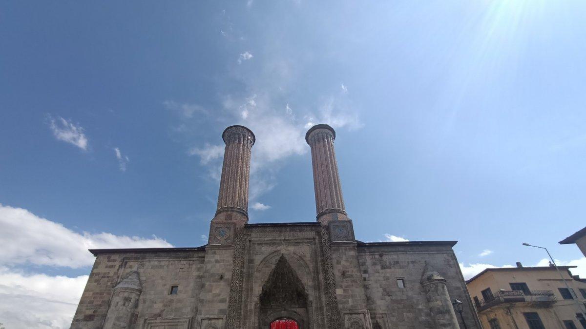 350 yıllık Çifte Minareli Medrese kapılarını Vakıf Eserleri Müzesi olarak tekrar açtı