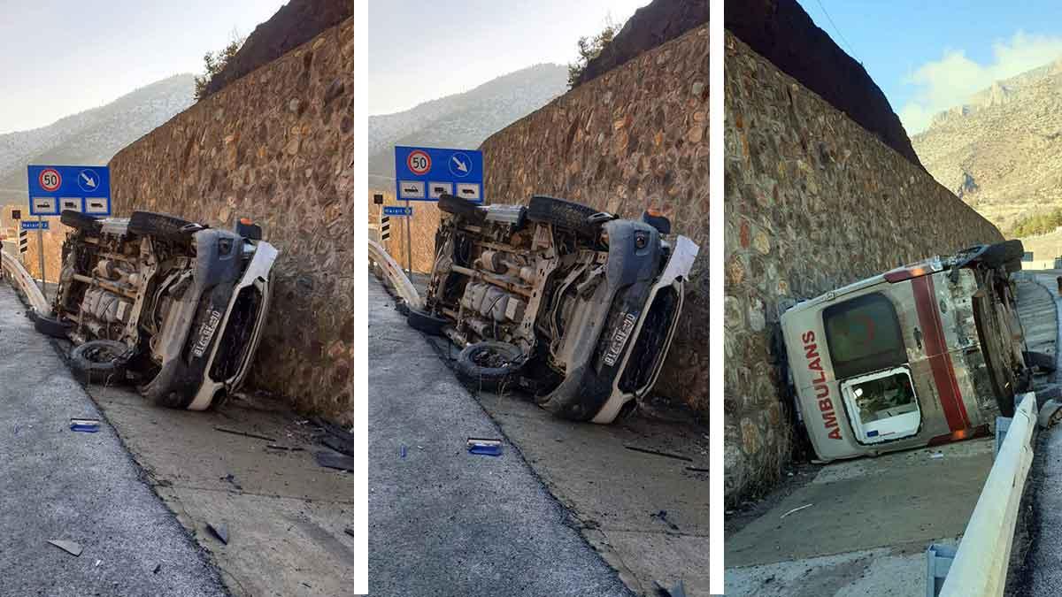 Ağrı 112 Acil Servis ambulansı Gümüşhane'de devrildi: 2 yaralı