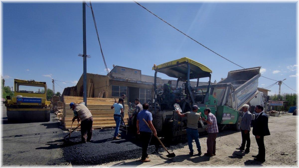 Ağrı Belediyesi, asfaltlama çalışmalarına devam ediyor