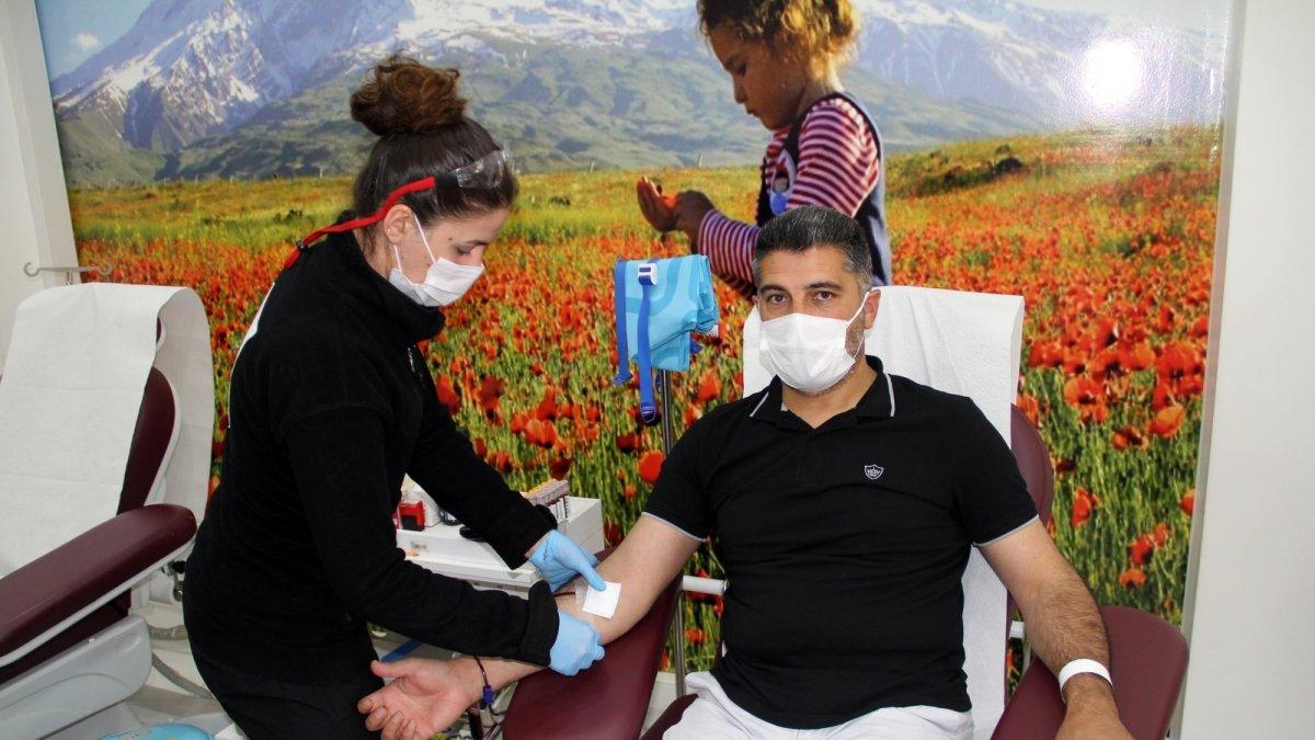 Ağrı'da Kızılay'a kan bağışı kampanyası düzenlendi