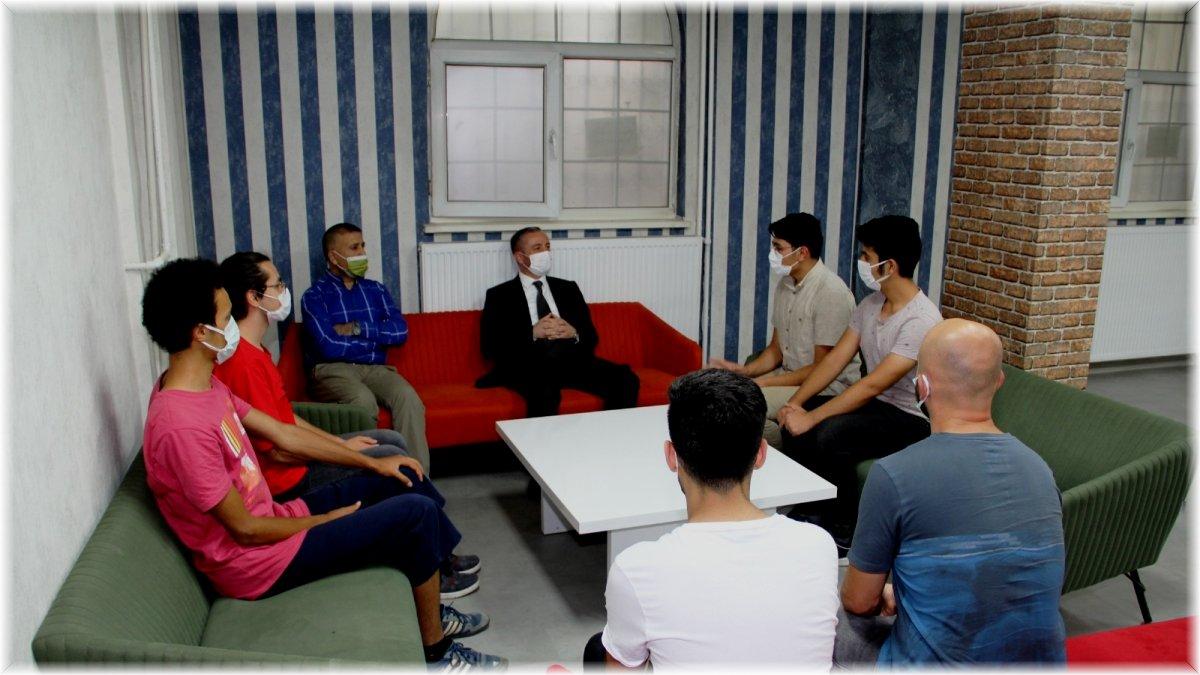 Ağrı Milli Eğitim Müdürü Kökrek, e-sınav ve bilim merkezini ziyaret etti