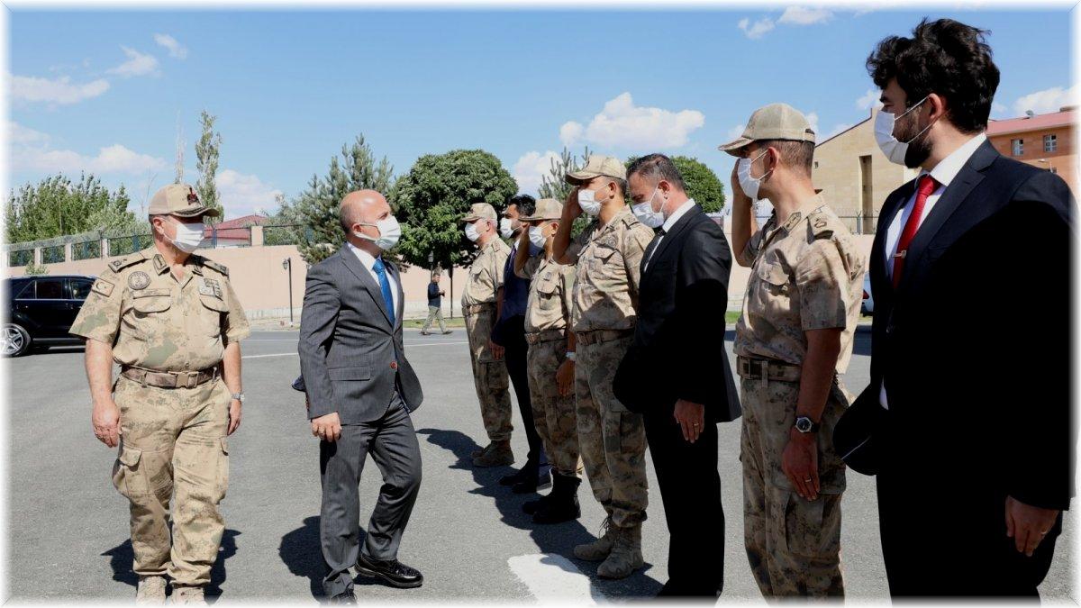 Ağrı Valisi Varol'dan İl Jandarma Komutanlığına ziyaret