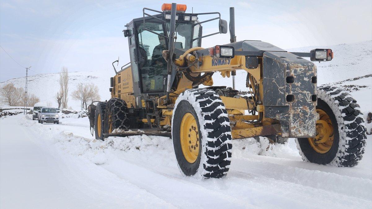 Ağrı ve Iğdır'da kar yağışı nedeniyle 111 yerleşim yerine ulaşım sağlanamıyor