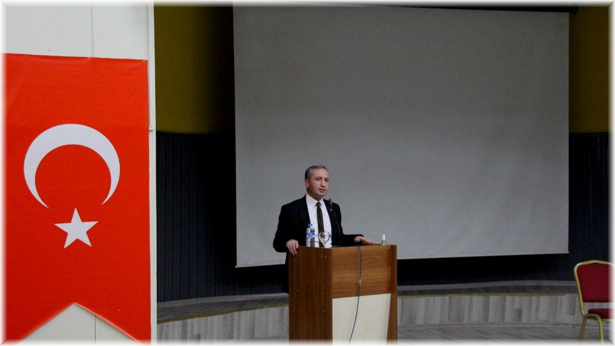 Ağrı'da 'Eğitimde Yeni Paradigmalar' konferansı düzenlendi