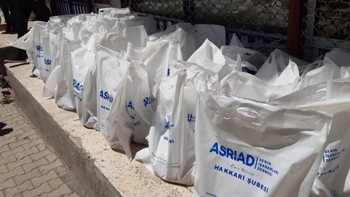 ASRİAD üyelerinden et dağıtımı