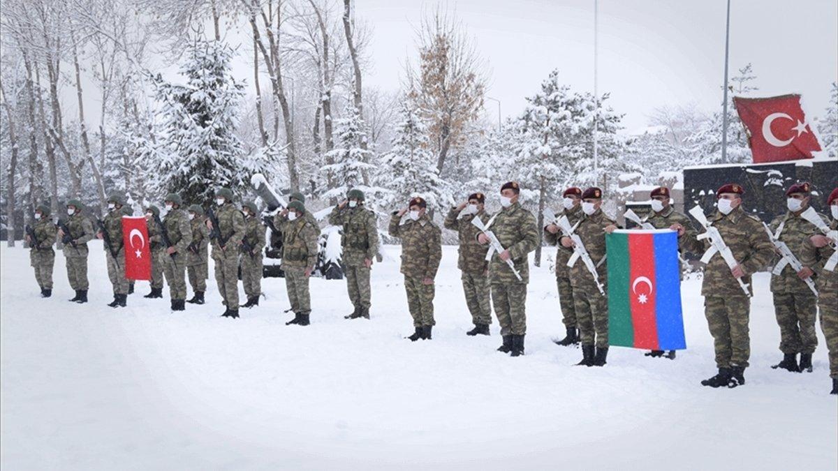 """Azerbaycan askerleri """"Kış Tatbikatı"""" için Kars'ta"""