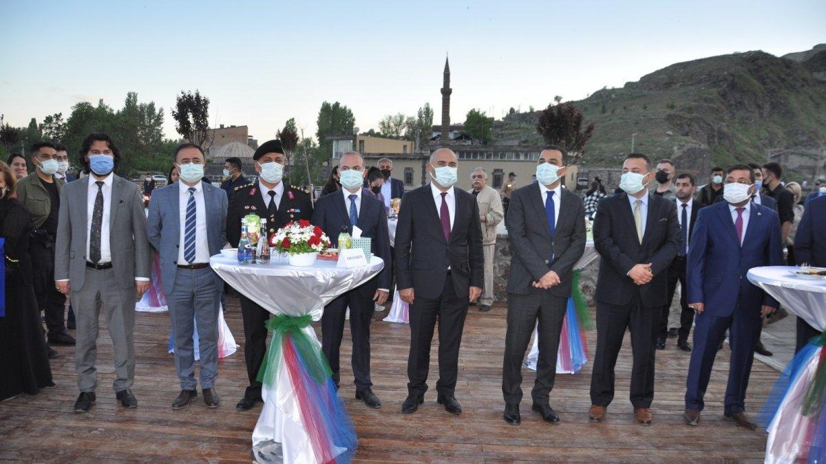 Azerbaycan Cumhuriyeti'nin 103. kuruluş yıl dönümü kutlandı