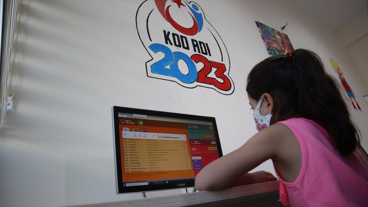 """Bakan Kasapoğlu: """"345 Gençlik Merkezimizde EBA eğitim seferberliği başlattık"""""""