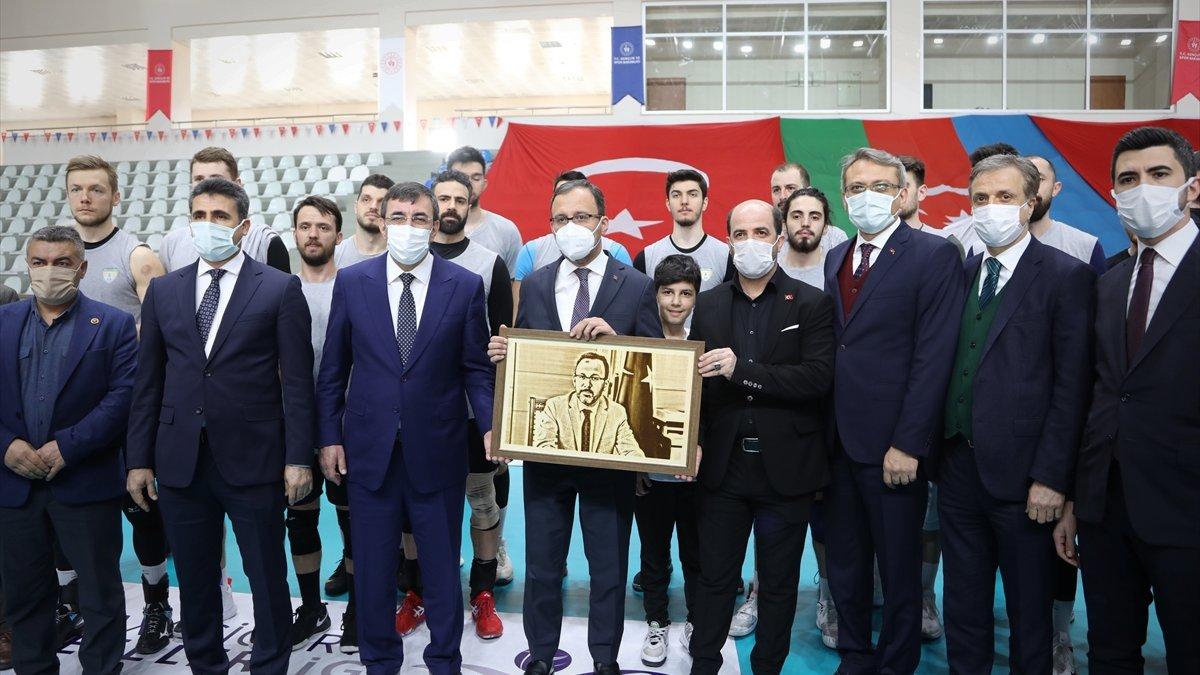 Bakan Kasapoğlu, Solhansporlu oyuncularla bir araya geldi: