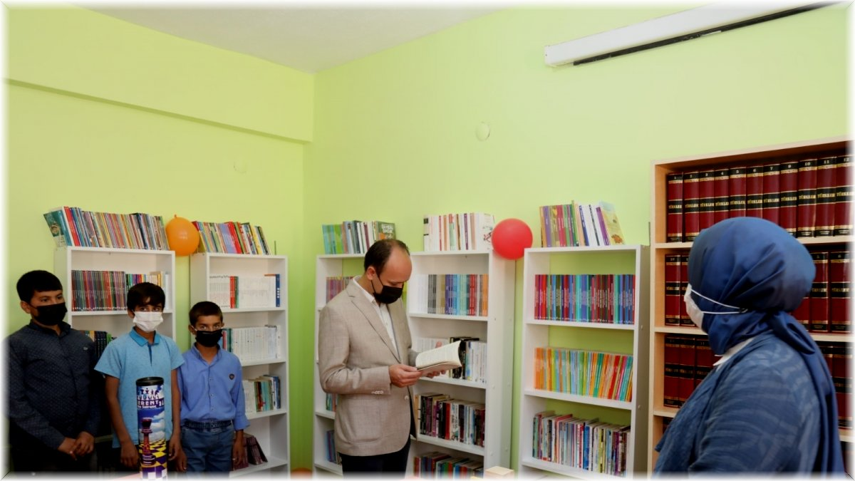 Başkale'de pandemi sürecinde yapılan okul kütüphanesi öğrencilerin hizmetine açıldı