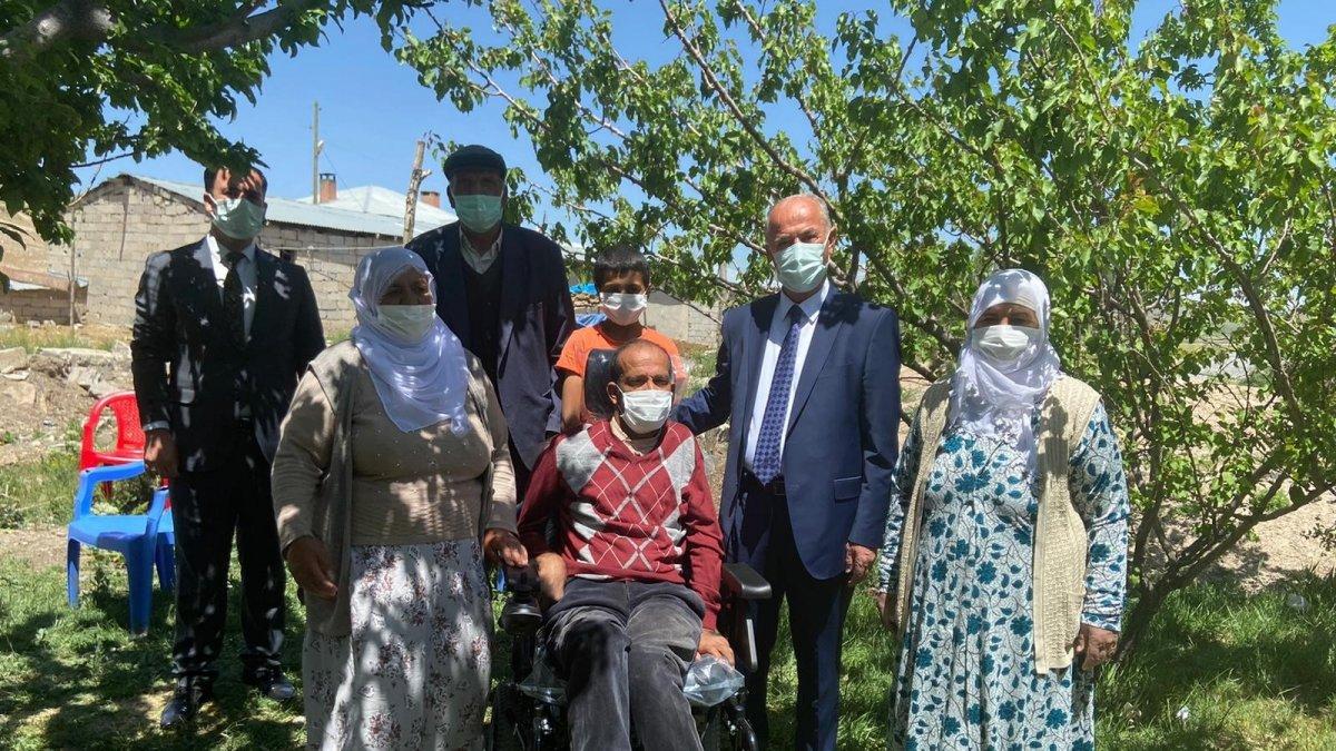 Başkan Akman'dan engelli vatandaşa akülü sandalye