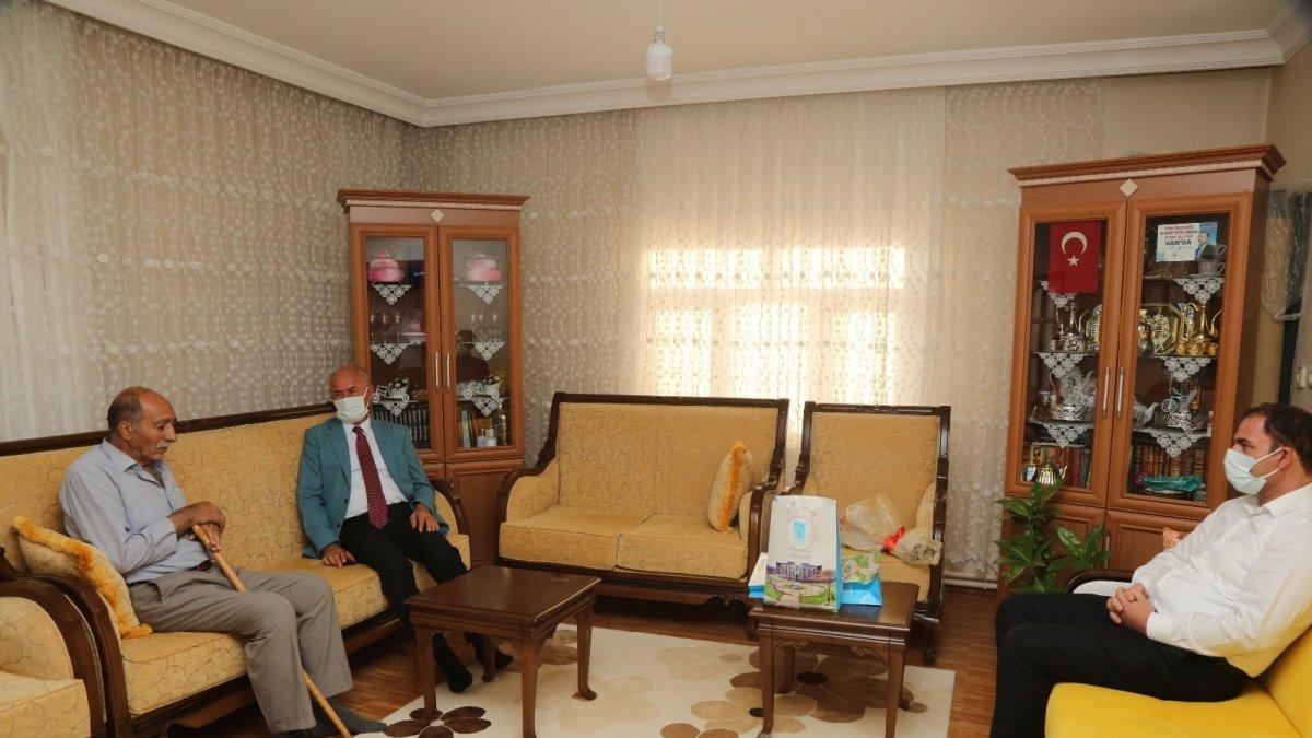 Başkan Akman'dan şehit ailelerine ziyaret