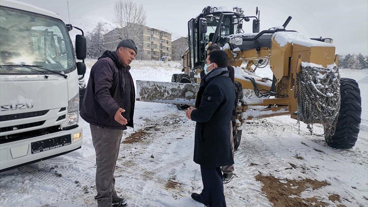 Baskil Kaymakamı Yılmaz, karla mücadele çalışmalarını denetledi