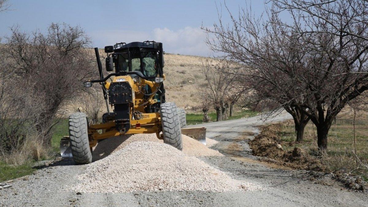 Battalgazi'de kırsal mahallelerin asfalt sorunu çözülüyor