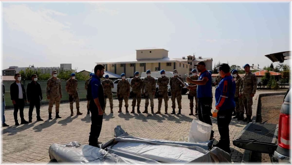 Bingöl'de 43 jandarma personeline çadır kurma eğitimi verildi