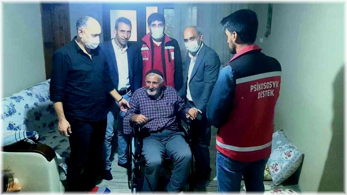 Bingöl'de engelli vatandaşa tekerlekli sandalye hediye edildi