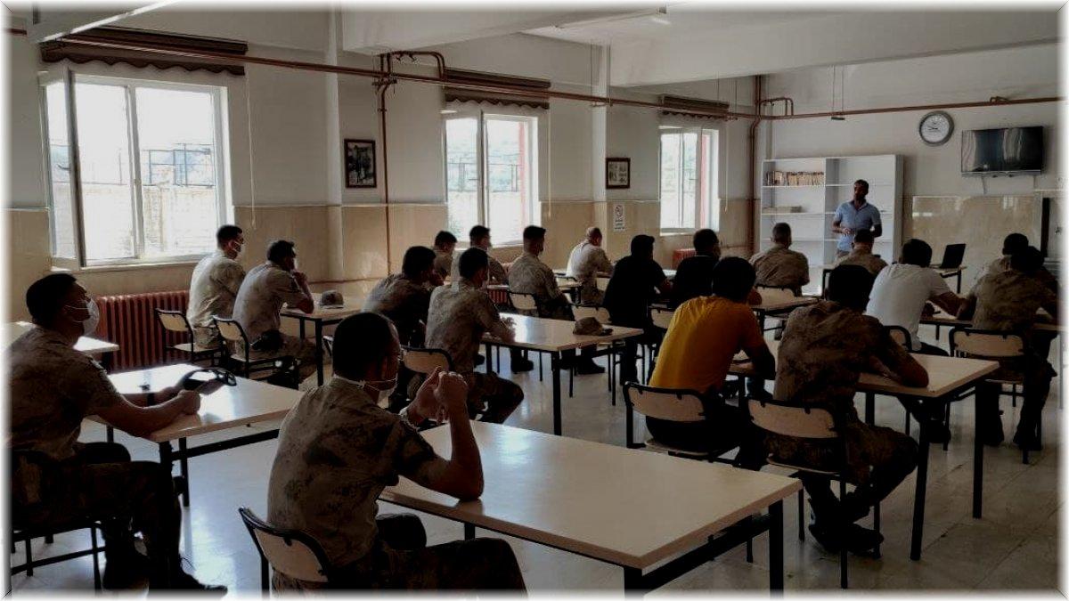 Bingöl'de doğa koruma personeli, jandarma ekiplerine seminer verdi