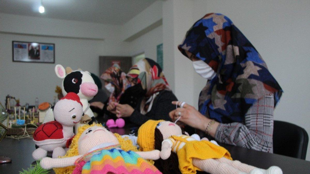 Bingöllü kadınlar hem sanat öğreniyor hem de ev ekonomisine katkı sunuyor