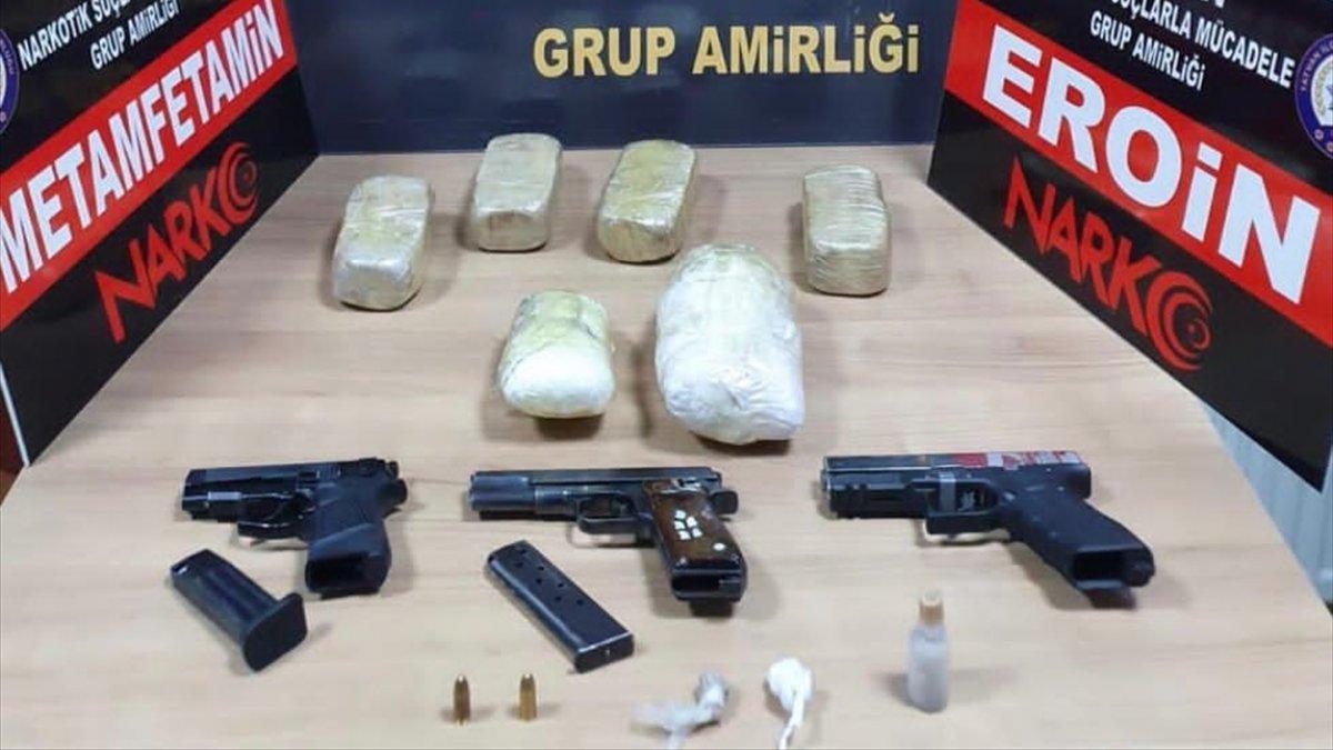 Bitlis'te şüphelilerin üst aramasında uyuşturucu ve ruhsatsız tabancalar bulundu