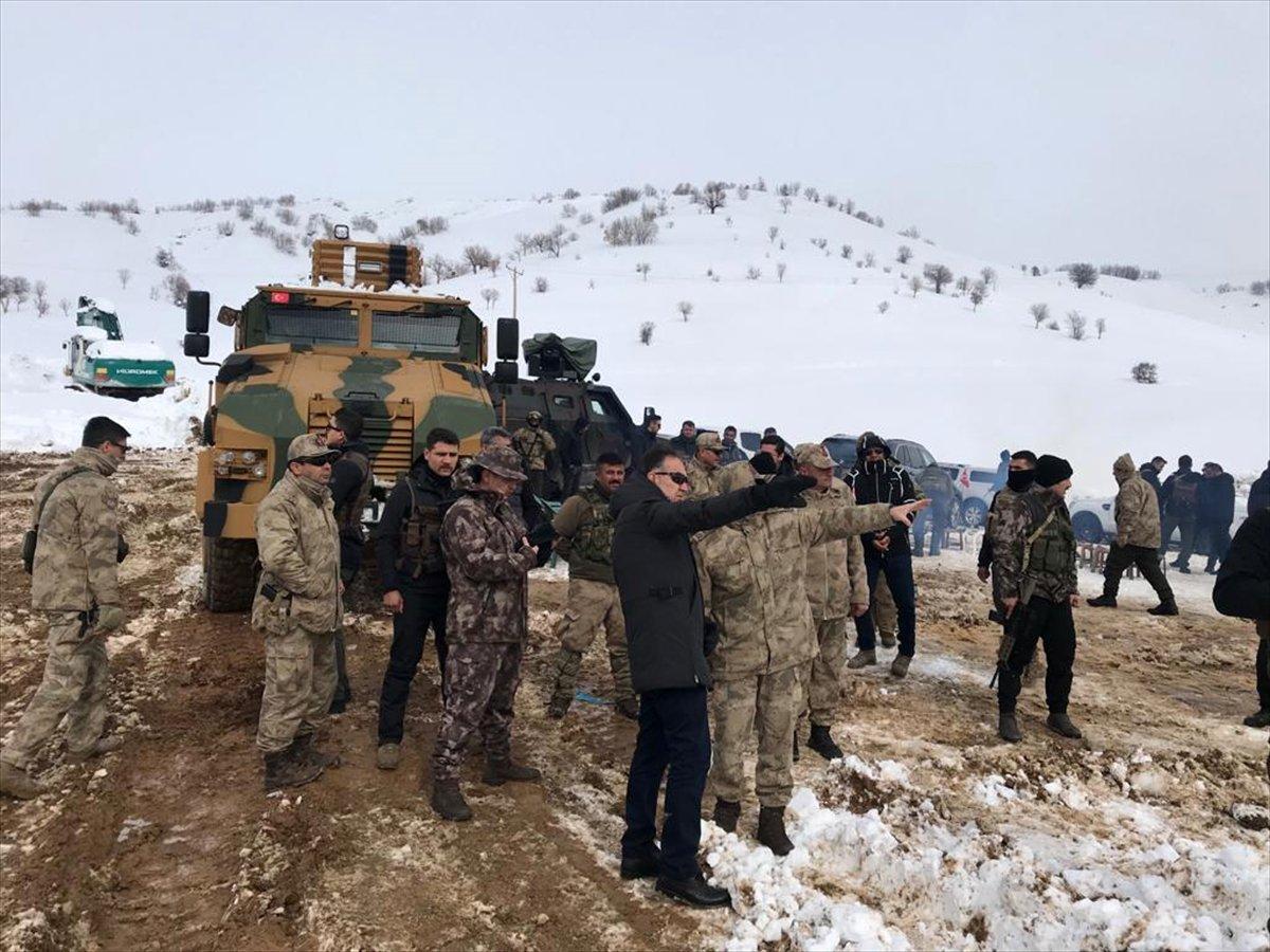 Bitlis Valisi Çağatay operasyon birliklerini ziyaret etti