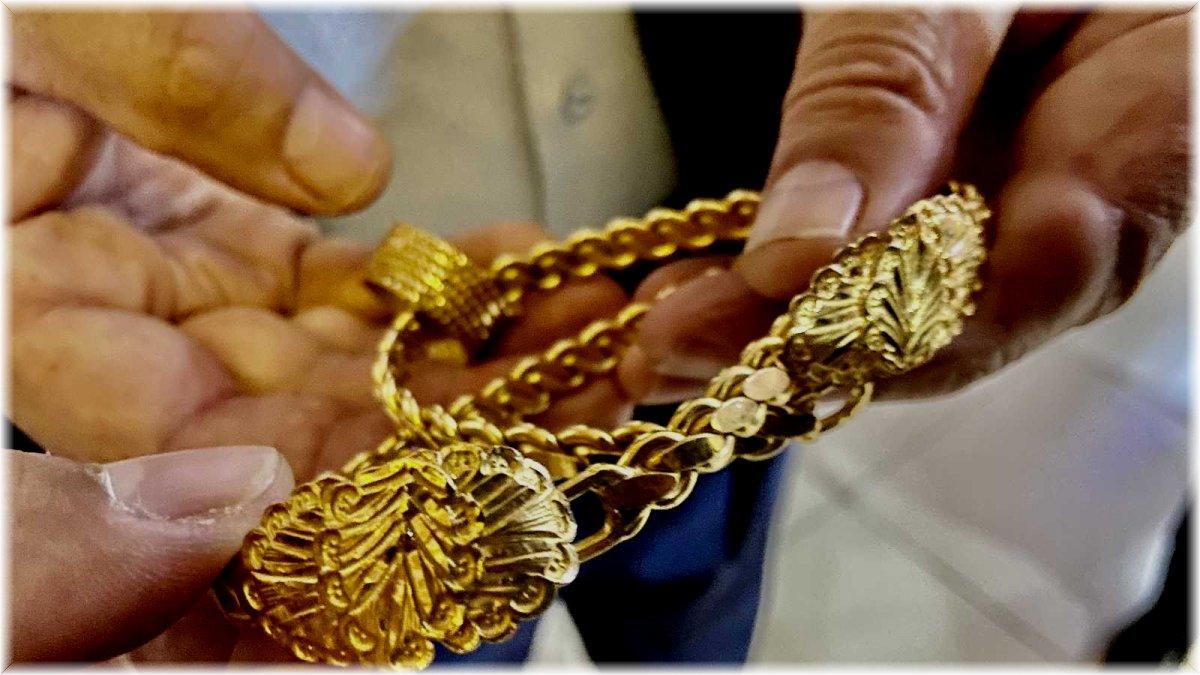 Bulduğu 70 bin lira değerindeki altınları sahibine teslim etti
