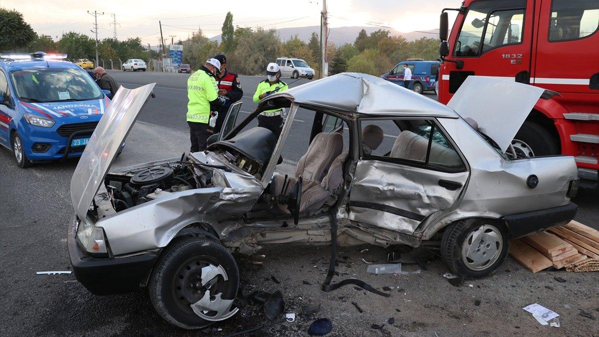 Cenaze yolunda trafik kazası: 1 ölü, 2 yaralı