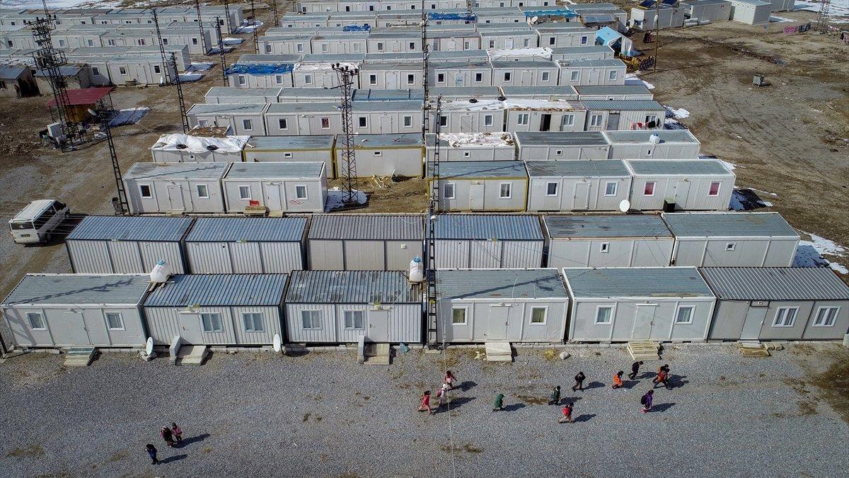 Devletin şefkat eli Başkaleli depremzedelerin acısını hafifletti