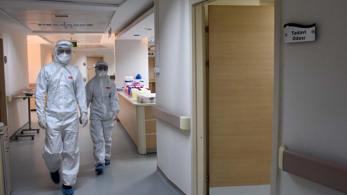 """DOKTORLAR KOVİD-19'LA SAVAŞI ANLATIYOR - """"Nefes darlığı olan hastalarımız 'Lütfen beni uyutun' diye yalvarıyor"""""""