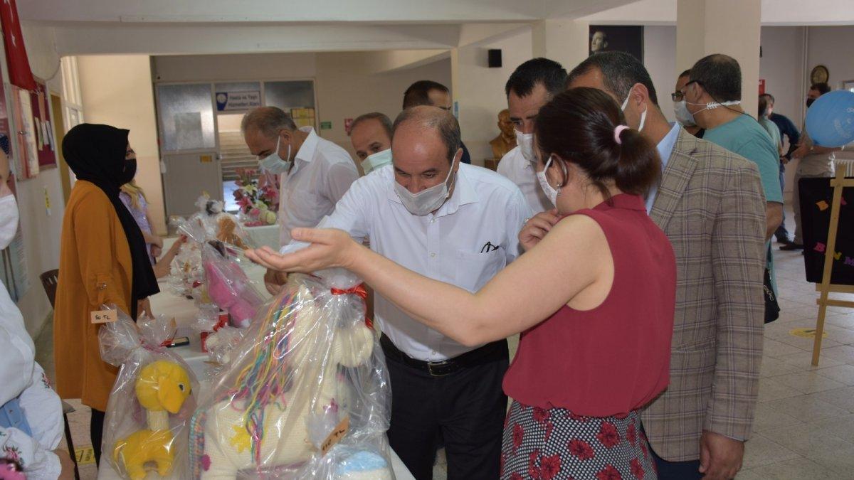 El emeği ürünler, öğrenciler için satışa sunuldu