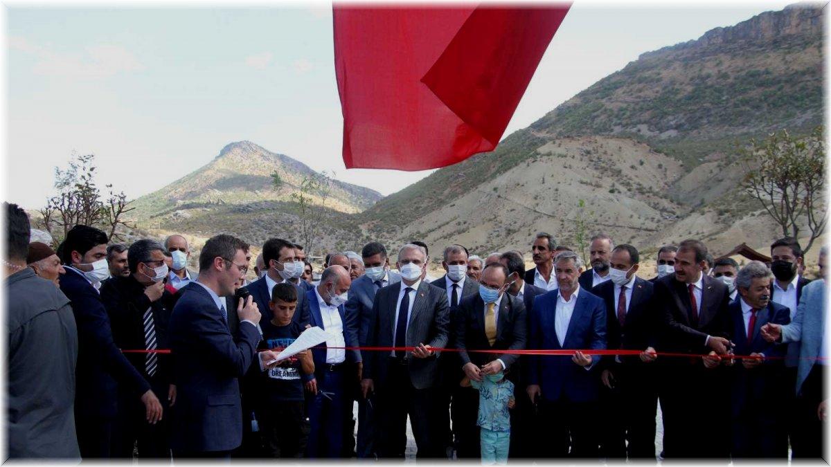 Elazığ'da belde belediyesi vatandaşlar için Millet Bahçesi yaptı, iki vali açılışa katıldı