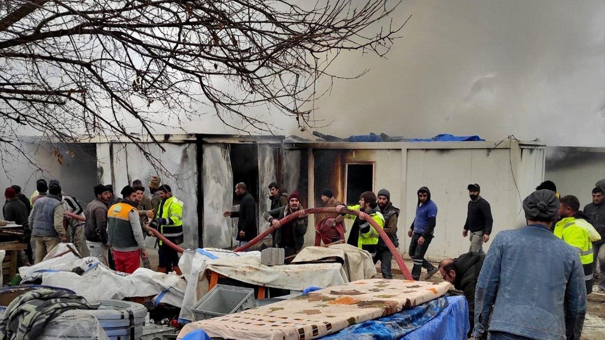 Elazığ'da işçilerin kaldığı konteynerlerde çıkan yangın söndürüldü