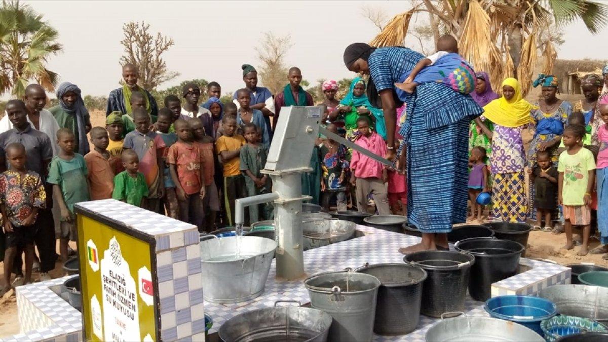 Elazığlı şehitler adına Mali'de su kuyusu açıldı