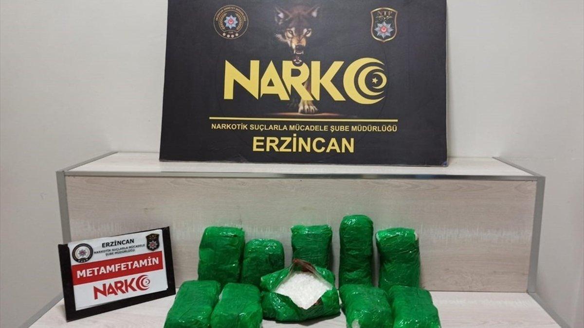 Erzincan'da araç tamponuna zulalanmış metamfetamin ele geçirildi