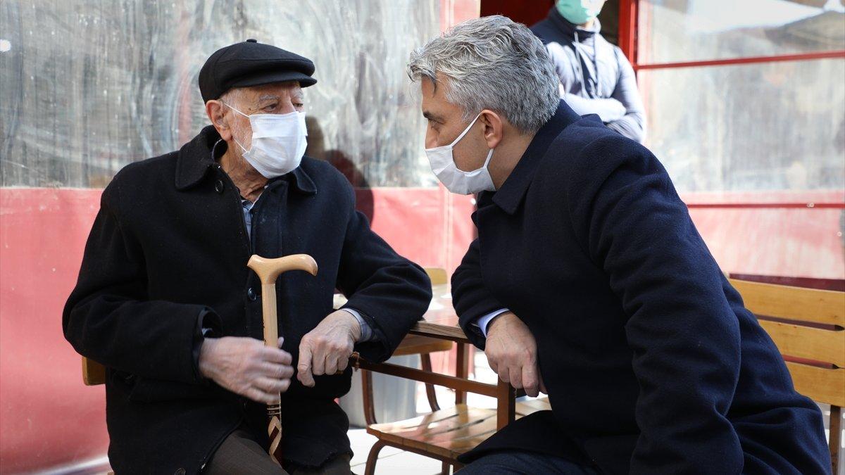Erzincan'da aşı randevusu oluşturamayan vatandaşa Vali Makas'ın talimatıyla evinde aşı yapıldı