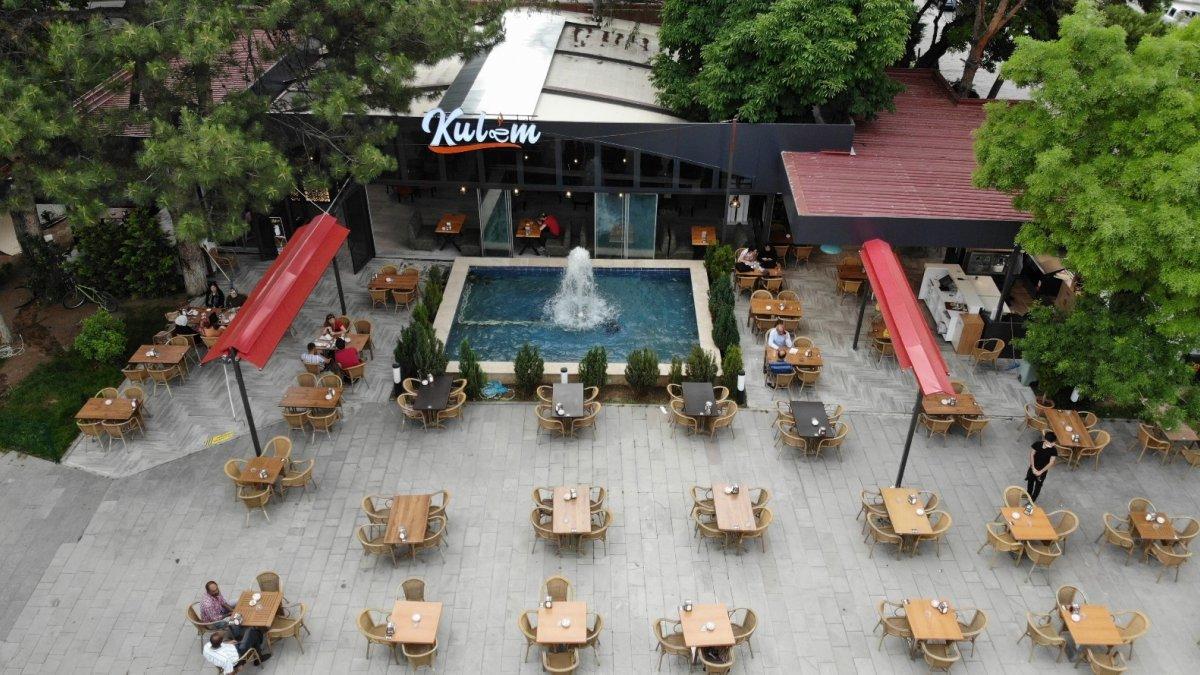 Erzincan'da kademeli normalleşme kapsamında işletmeler müşteri kabul etmeye başladı