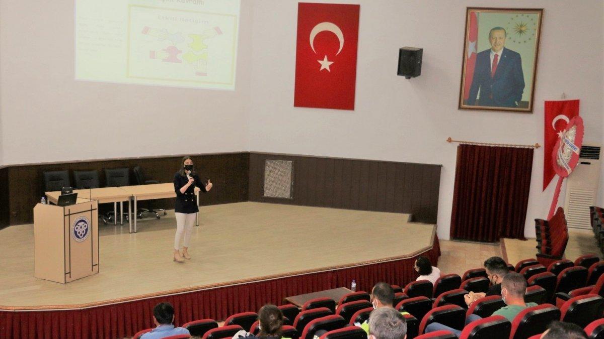 """Erzincan'da kamu personellerine yönelik """"Vatandaş Memnuniyetinin Artırılması Eğitimi"""" verildi"""