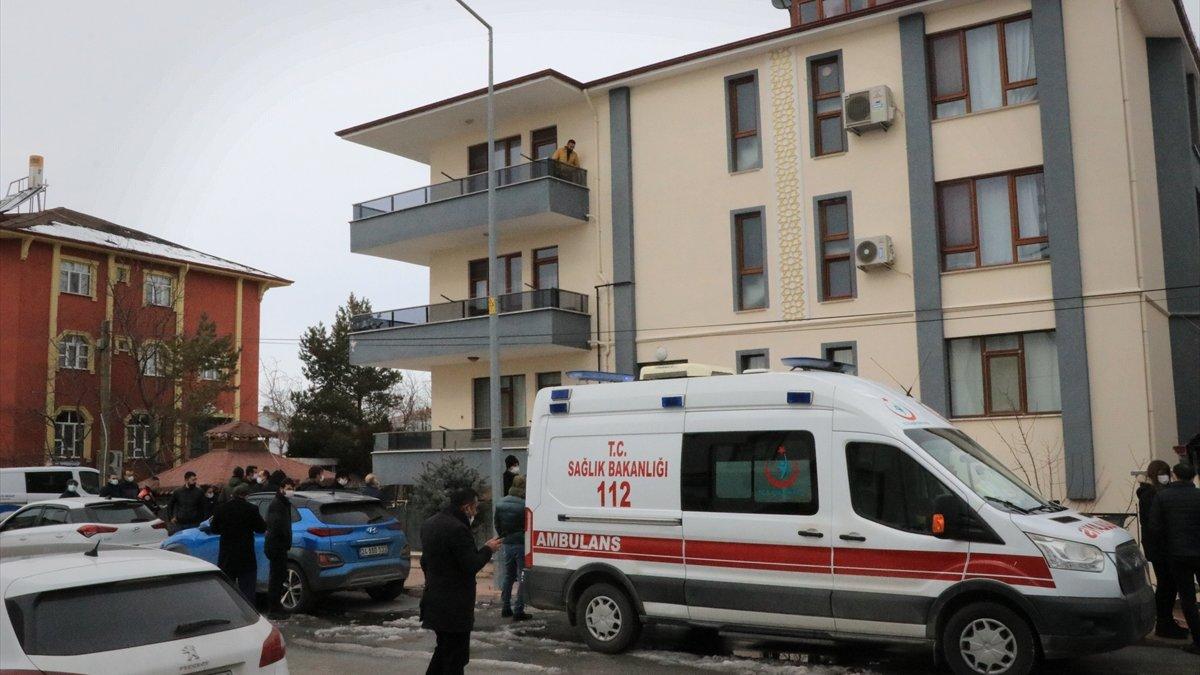 Erzincan'da öğretmen ve polis karı koca evlerinde ölü bulundu