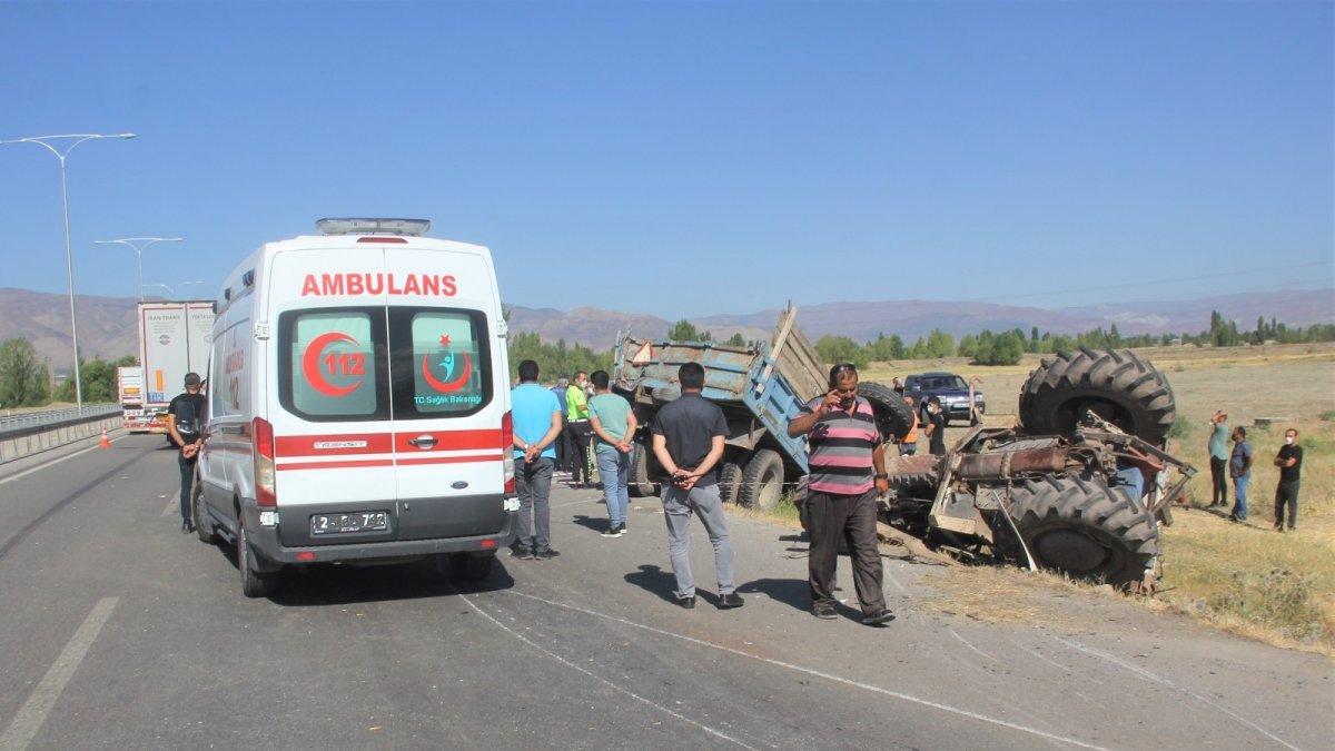Erzincan'da traktör ile tır çarpıştı: 2 ölü, 6 yaralı