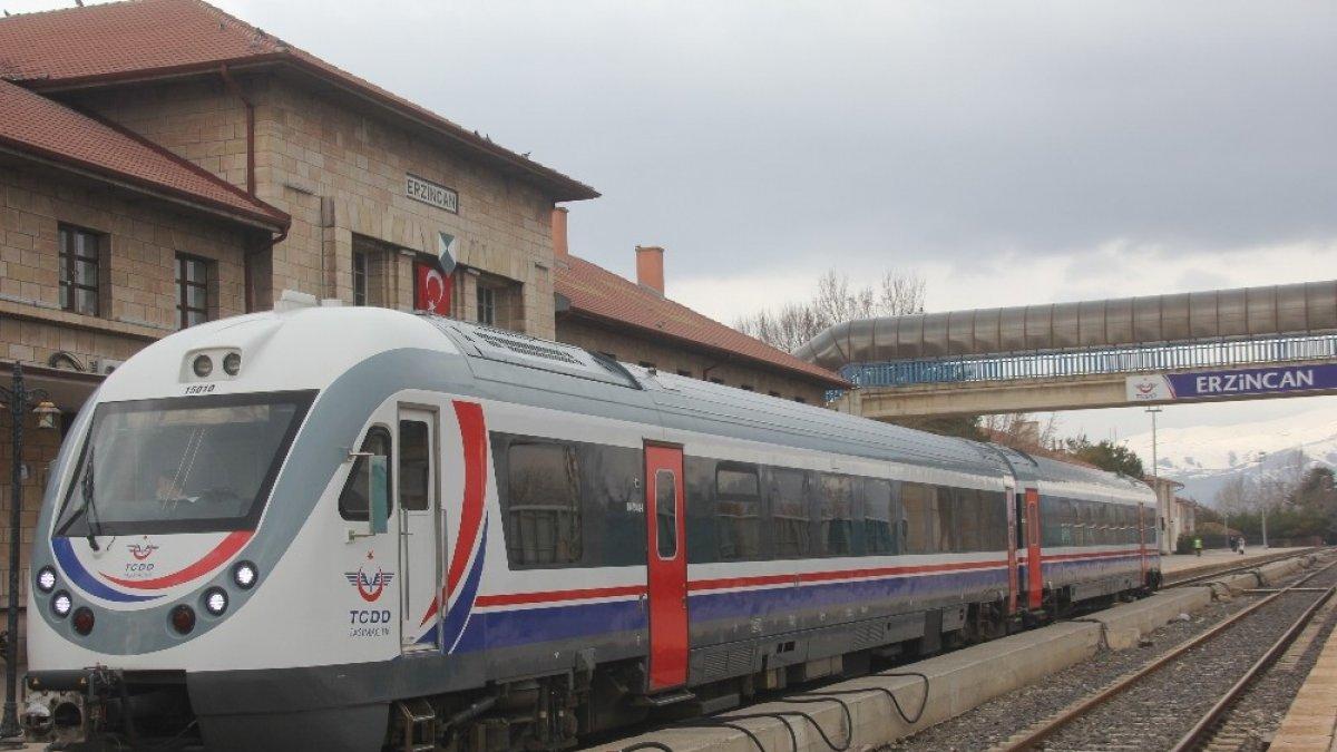 Erzincan - Divriği arası raybüs seferleri bir yıl aradan sonra yeniden başladı