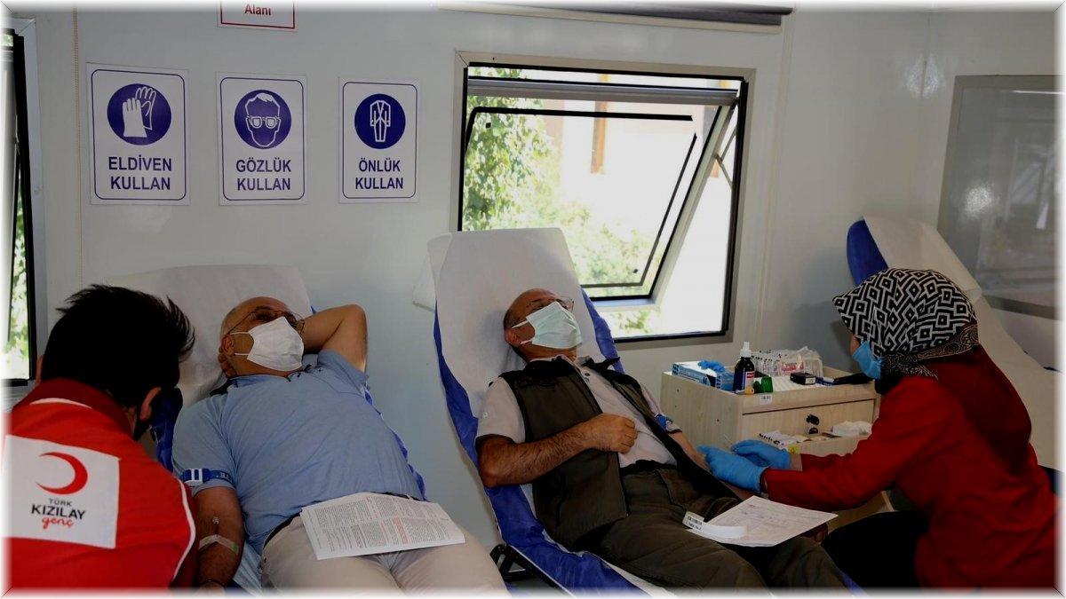 Erzurum Orman Bölge Müdürlüğü Personeli Kızılay'a Kan Bağışında Bulundu