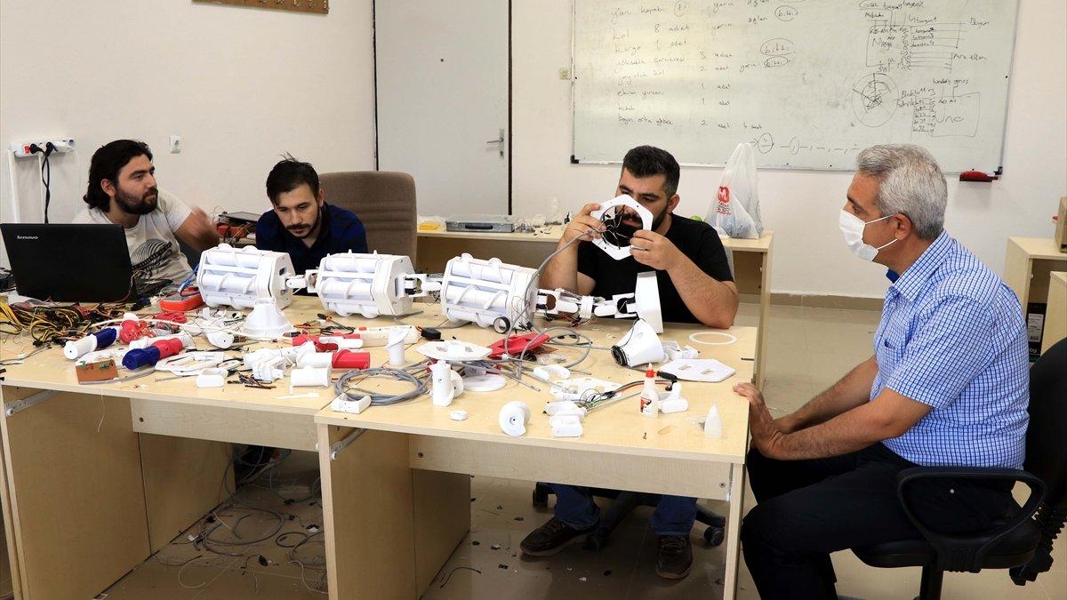 """Fırat Üniversitesi öğrencilerinden """"enkaz altı arama kurtarma cihazı"""""""