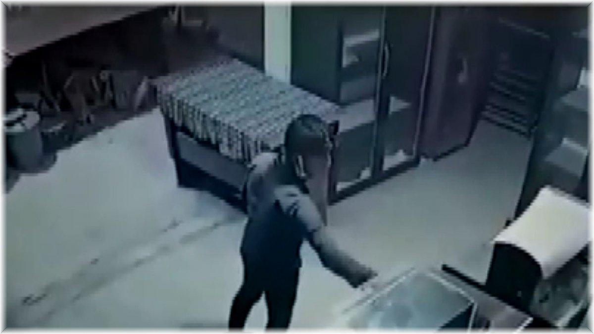 Fırındaki yardım kumbarasını çaldı