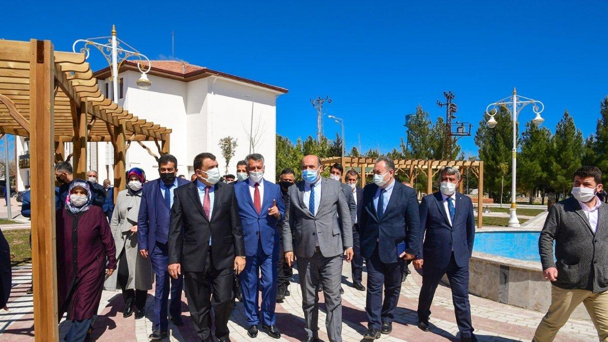 Gürkan, Yazıhan merkez parkta incelemelerde bulundu