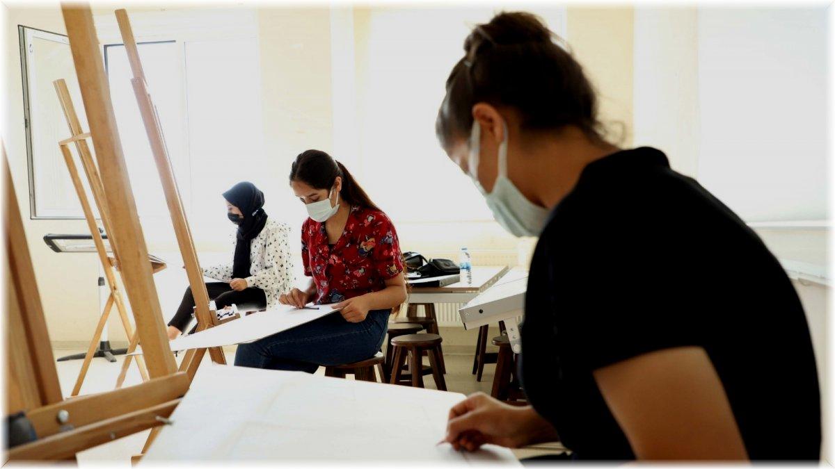 Güzel Sanatlar Fakültesi 2021-2022 eğitim-öğretim yılı özel yetenek sınavı yapıldı