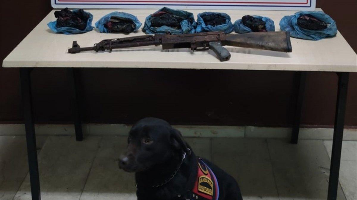 Hakkari'de 4 kilo 400 gram eroin ve silah ele geçirildi