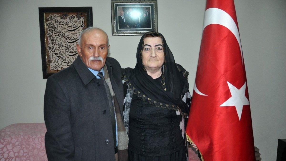 Hakkari'nin ilk kadın güvenlik korucusu eşiyle 37 yıldır bayrak nöbeti tutuyor