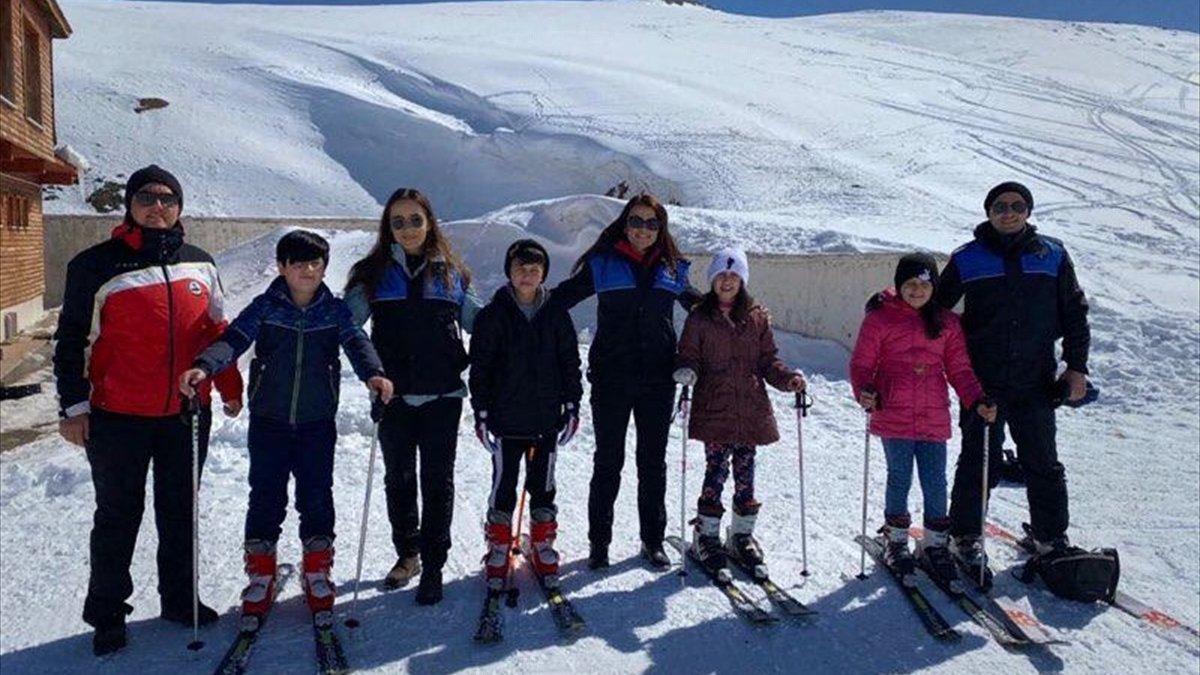 Hakkari polisi çocukları kayak merkezinde eğlendirdi