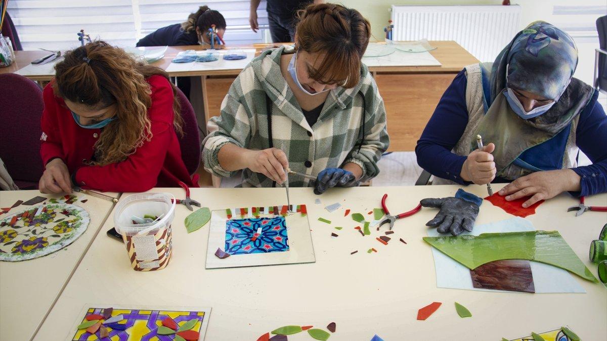 Iğdırlı kadınlar el sanatları geleneklerini geleceğe taşıyor